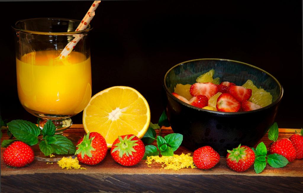 Erdbeeren an Orange