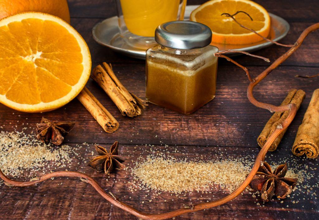Heiße Orange mit Honig