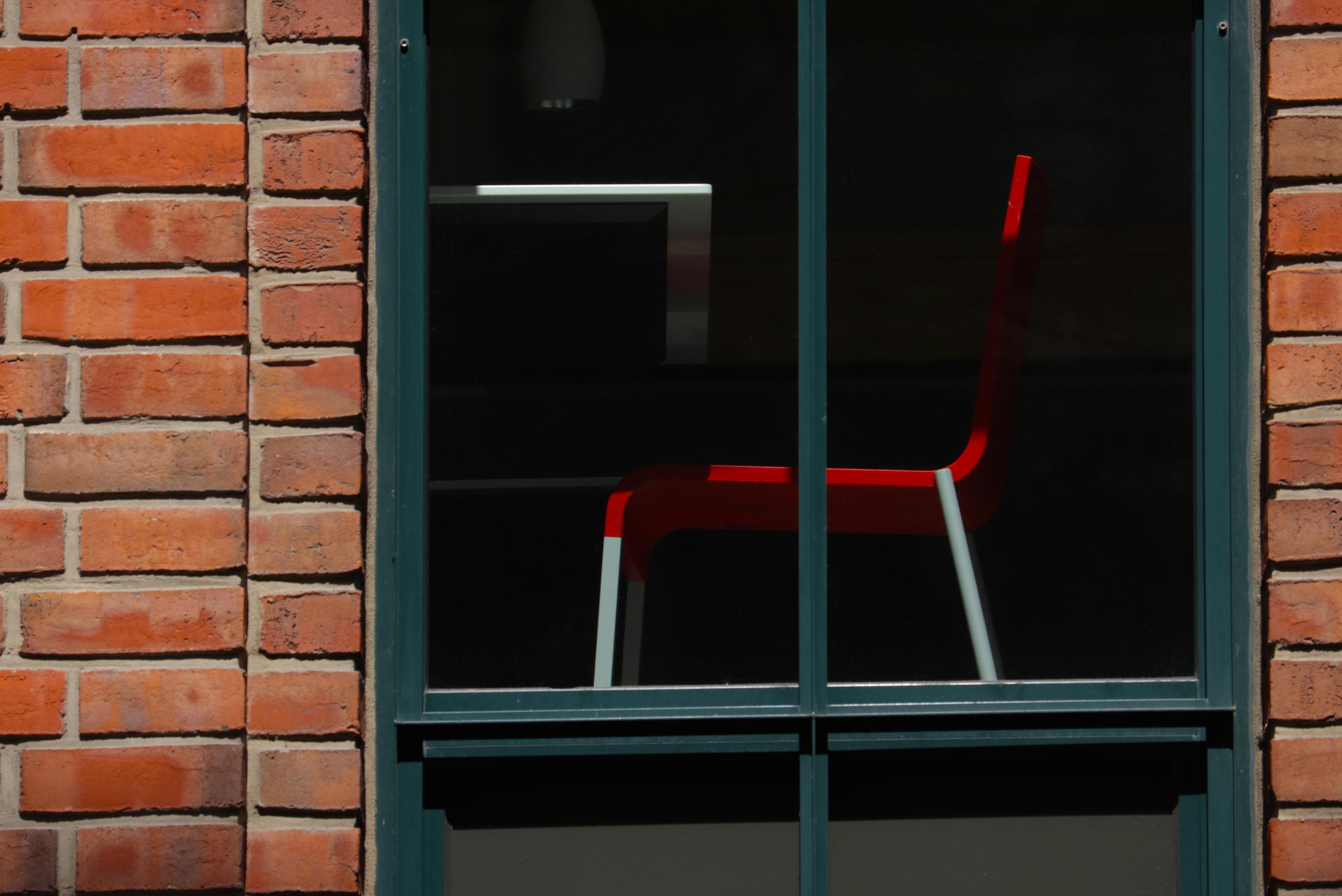 Roter Stuhl Gebr. Heinemann