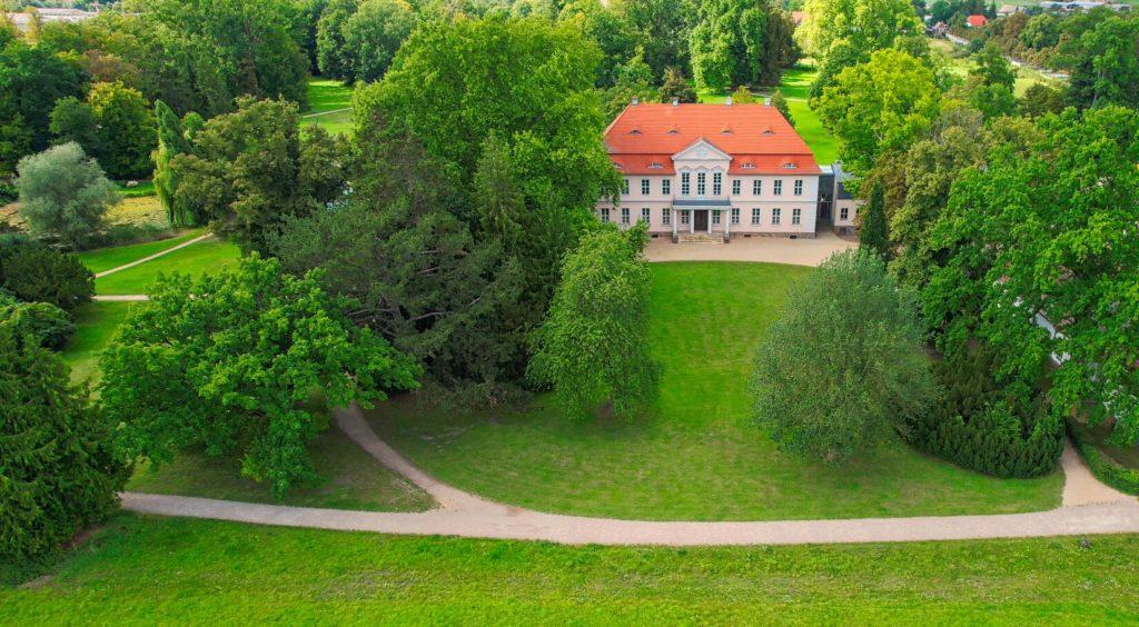 Blick auf das Herrenhaus im Schlosspark Criewen